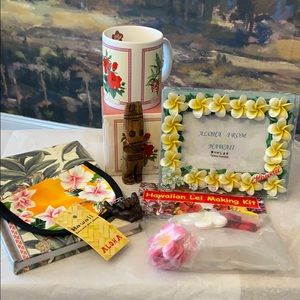 7 Piece Hawaiian Gift Set Bundle